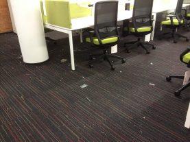 остатки мусора в офисе после ремонта